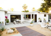 Modern backyard with a beautifully designed patio 217x155 5 Summer Patios That Showcase Chic Backyard Design