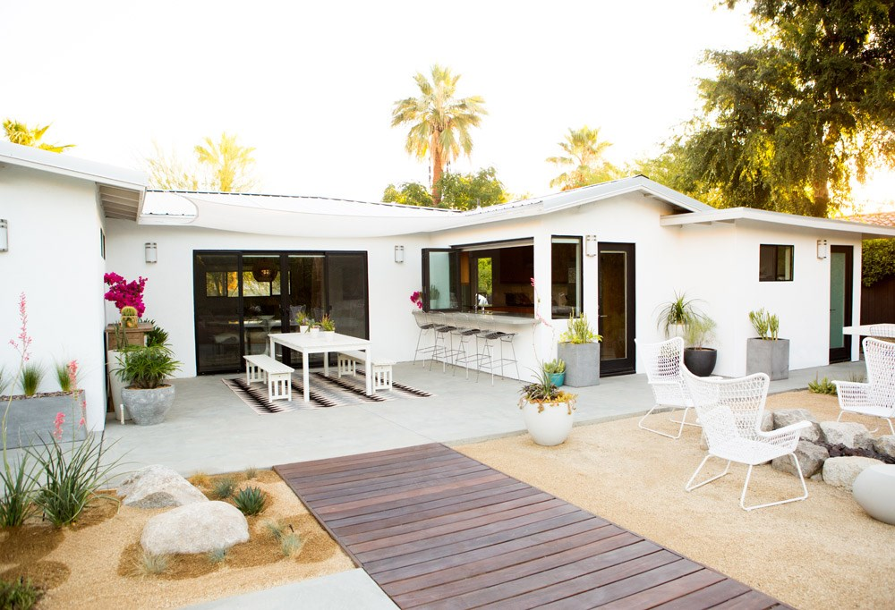 5 summer patios that showcase chic backyard design Modern backyards