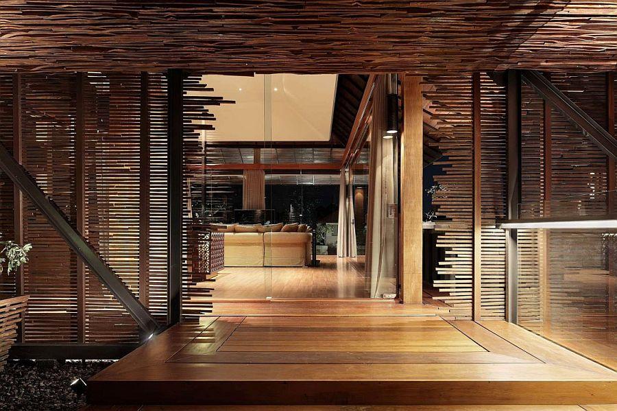 Natural materials and smart indoor-outdoor interplay define elegant Bali home