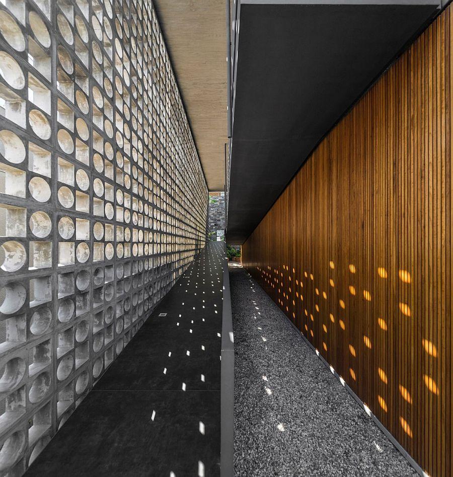 Open ramp creates a unique entrance to the contenporary Brazilian home