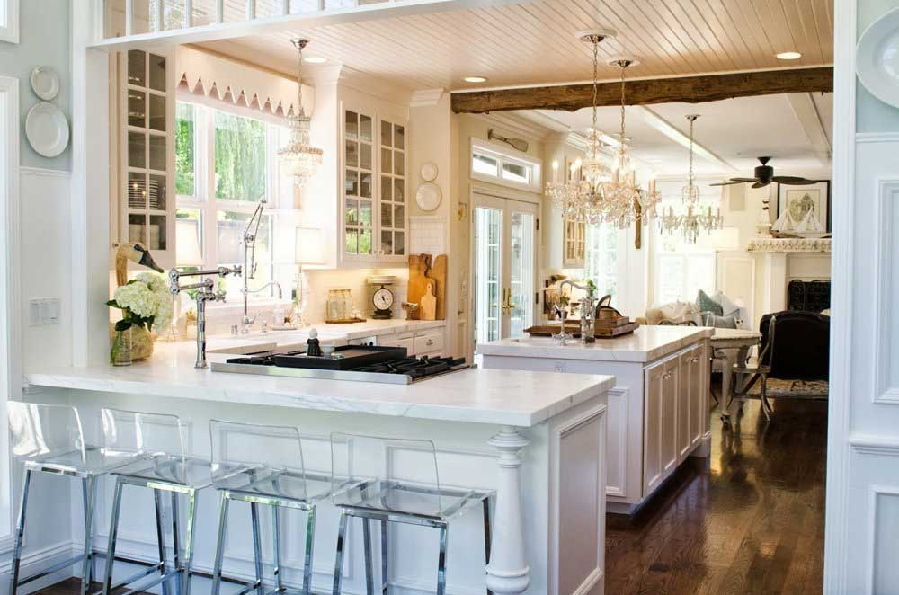 Organized and Glamorous Rustic Kitchen