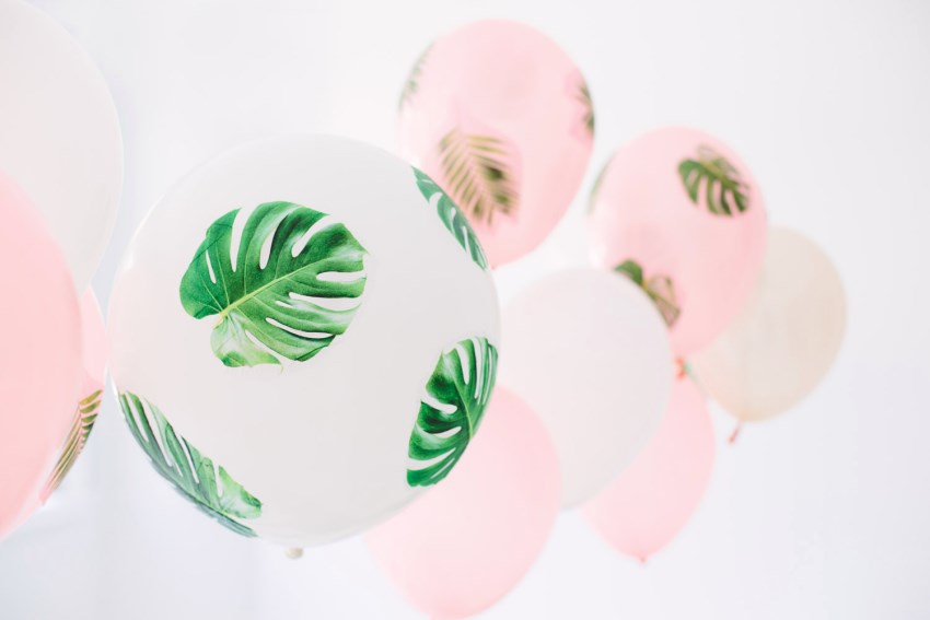 Palm frond balloons from Studio DIY for Balloon Time  12 Fabulous Summer DIY Projects Palm frond balloons from Studio DIY for Balloon Time