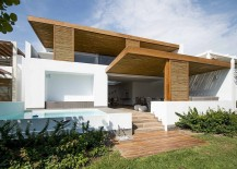 The Panda House: Contemporary House in Peru Showcases a Breezy Beach Vibe!