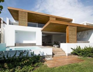 The Panda House: Contemporary House in Peru Showcases a Breezy Beach Vibe!