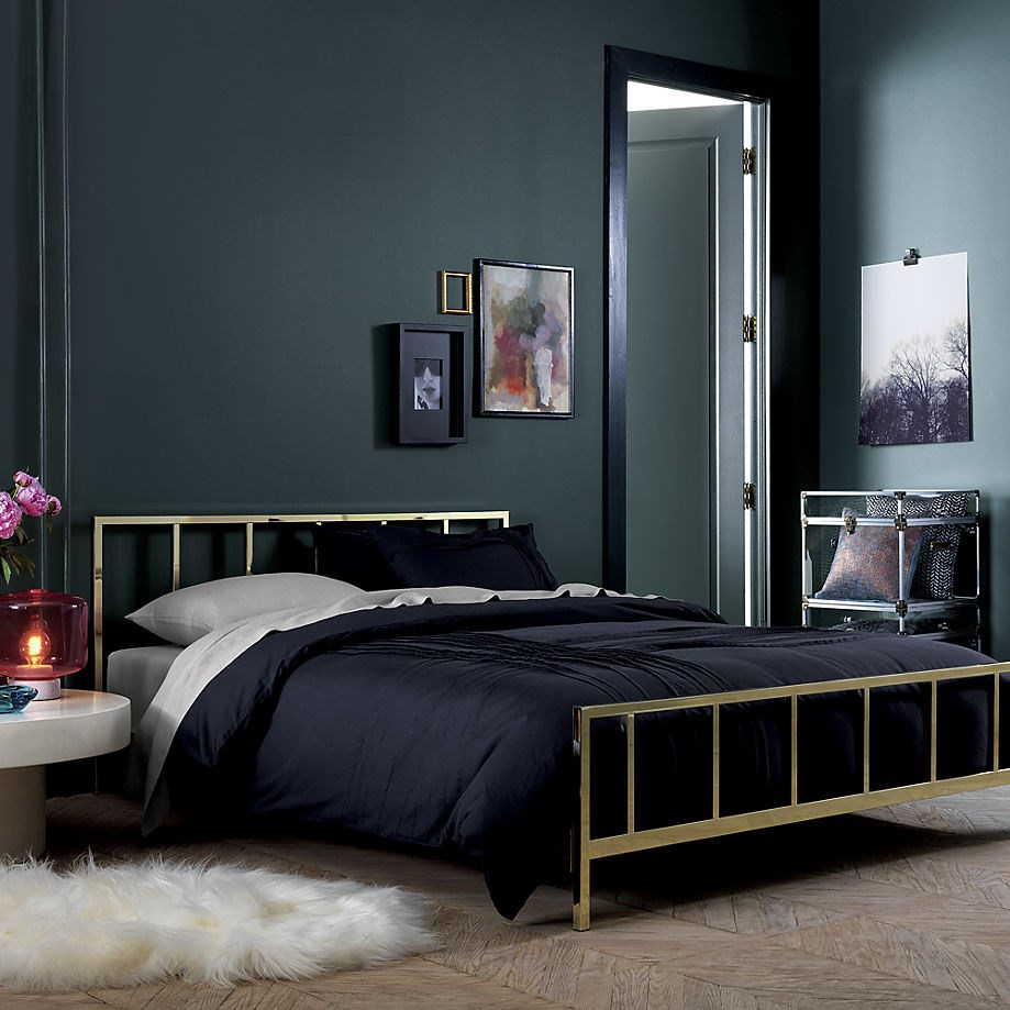 Black wall paint bedroom - View In Gallery Rich Painted Room With Black Trim