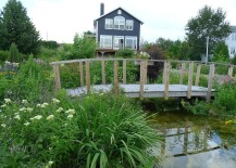 Rustic-landscape-around-cottage-with-a-cool-garden-bridge-217x155