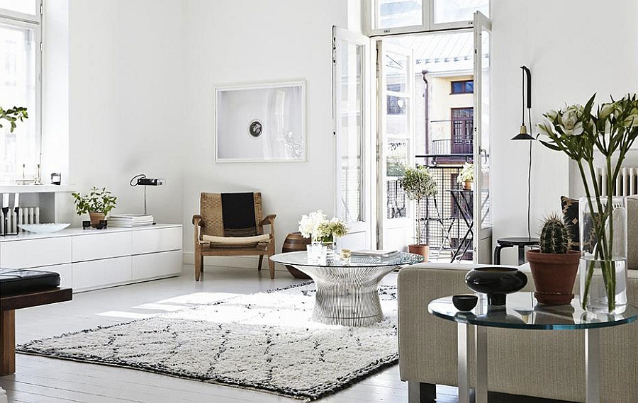 Smart Platner coffee table sits at the heart of this lovely living room [Design: Joanna Laajisto]
