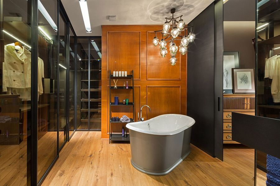 Standalone bathtub brings classy elegance to the contemporary space