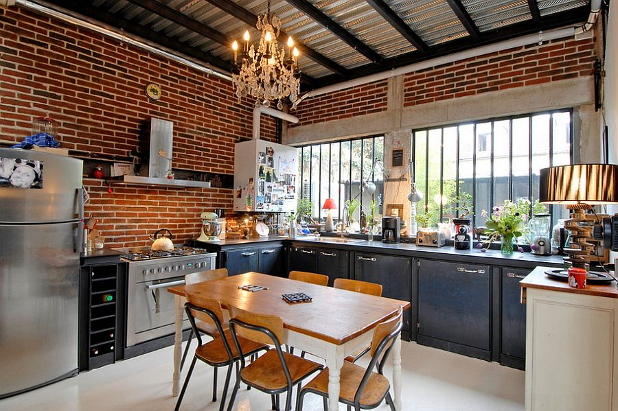 Urbane industrial kitchen with ample natural ventilation [Design: Zoevox]