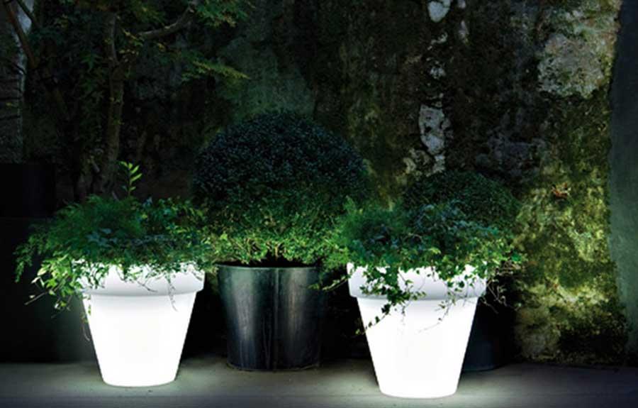Vas Outdoor Illuminated Planter LED