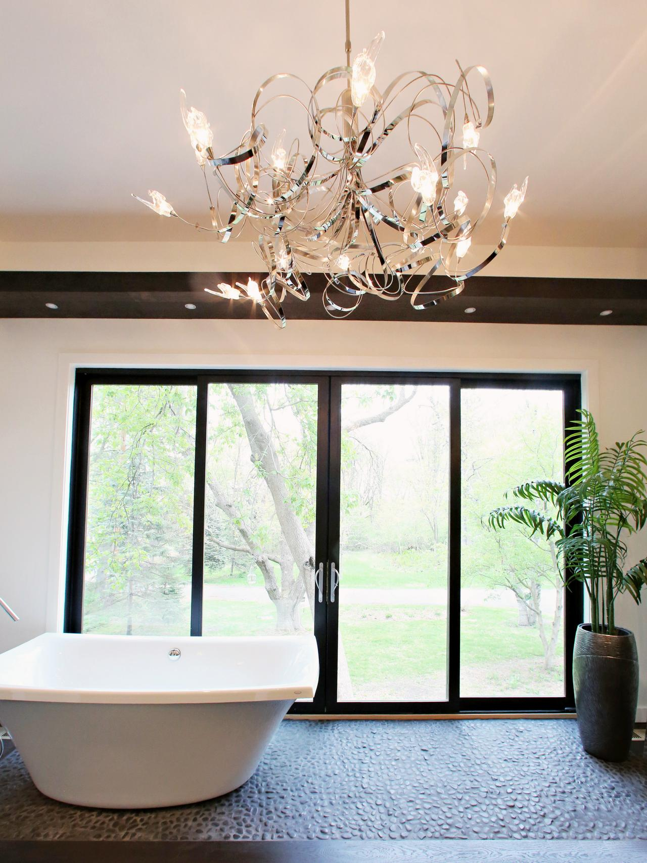 20 Luxurious Bathrooms with Elegant Chandelier Lighting