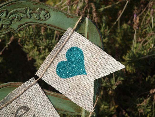 You can put your own message or images on burlap banners