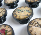 Paris-themed knobs for those who love vintage