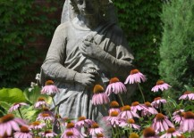 simple 1 217x155 Garden Statues: Tips to Make Them Look Stunning in Your Yard