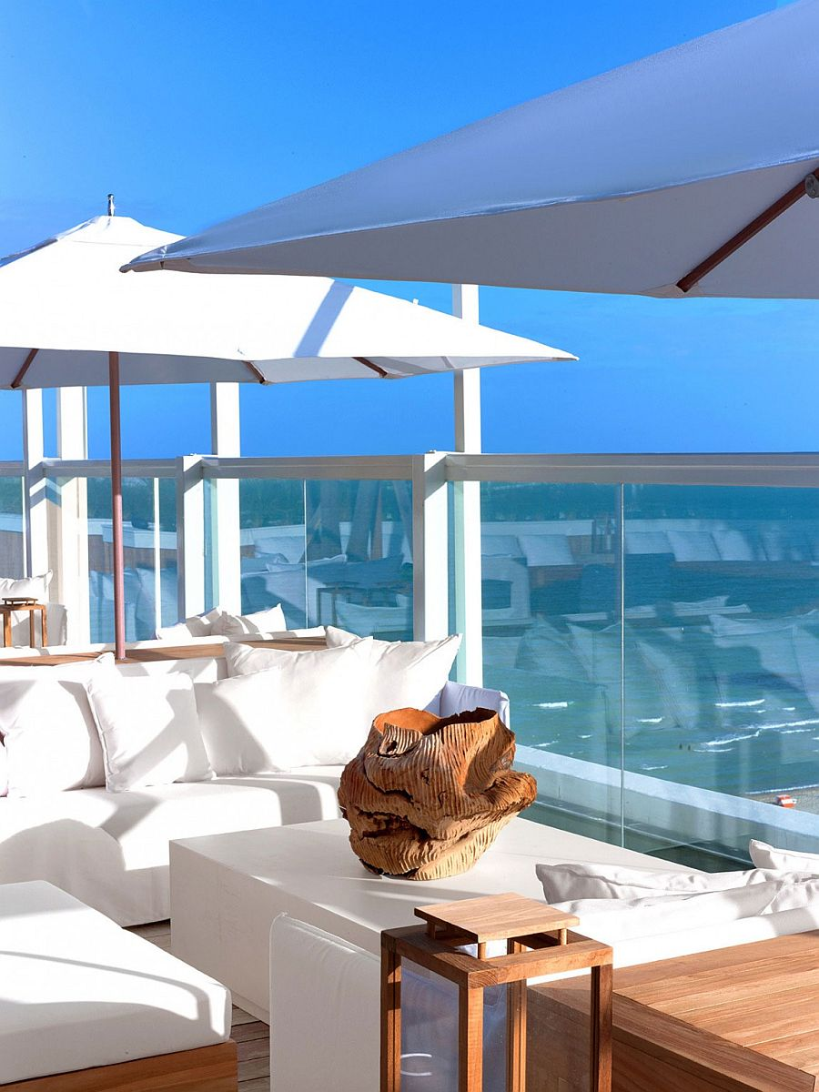 Awesome interiors of the hotel offer unabated ocean views