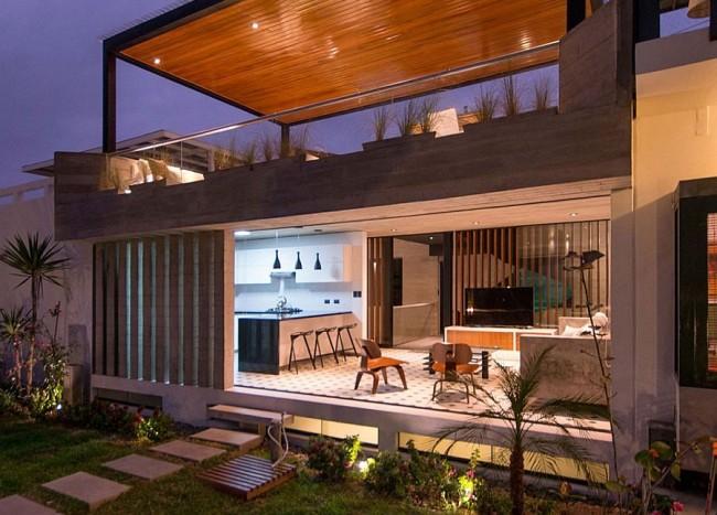 Chic Seasonal Beach House in Peru Maximizes Outdoor Living Space