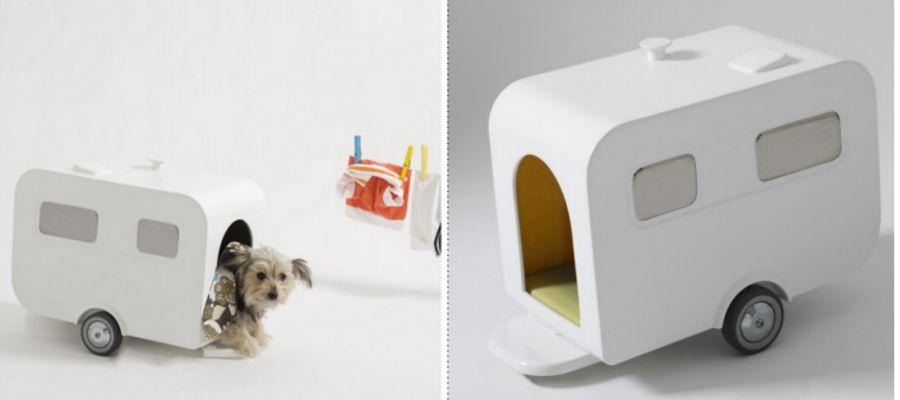 Tiny caravan doghouse