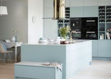 Classy use of color enhances the appeal of the posh kitchen [Design: Vedum Kök och Bad]