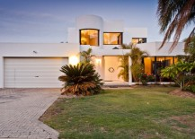 Contemporary white stucco home 217x155 Stucco Home Style