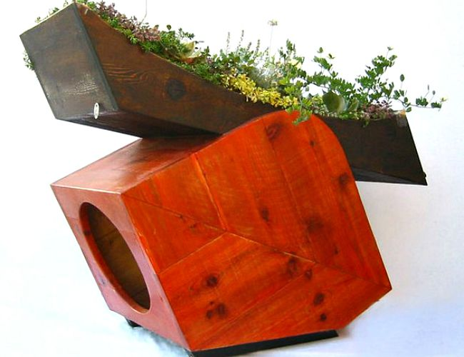 This doghouse would fit in perfectly in the Pacific Northwest
