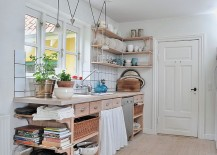 Kitchen-in-the-corner-captures-the-spirit-of-cheerful-summer-perfectly-217x155