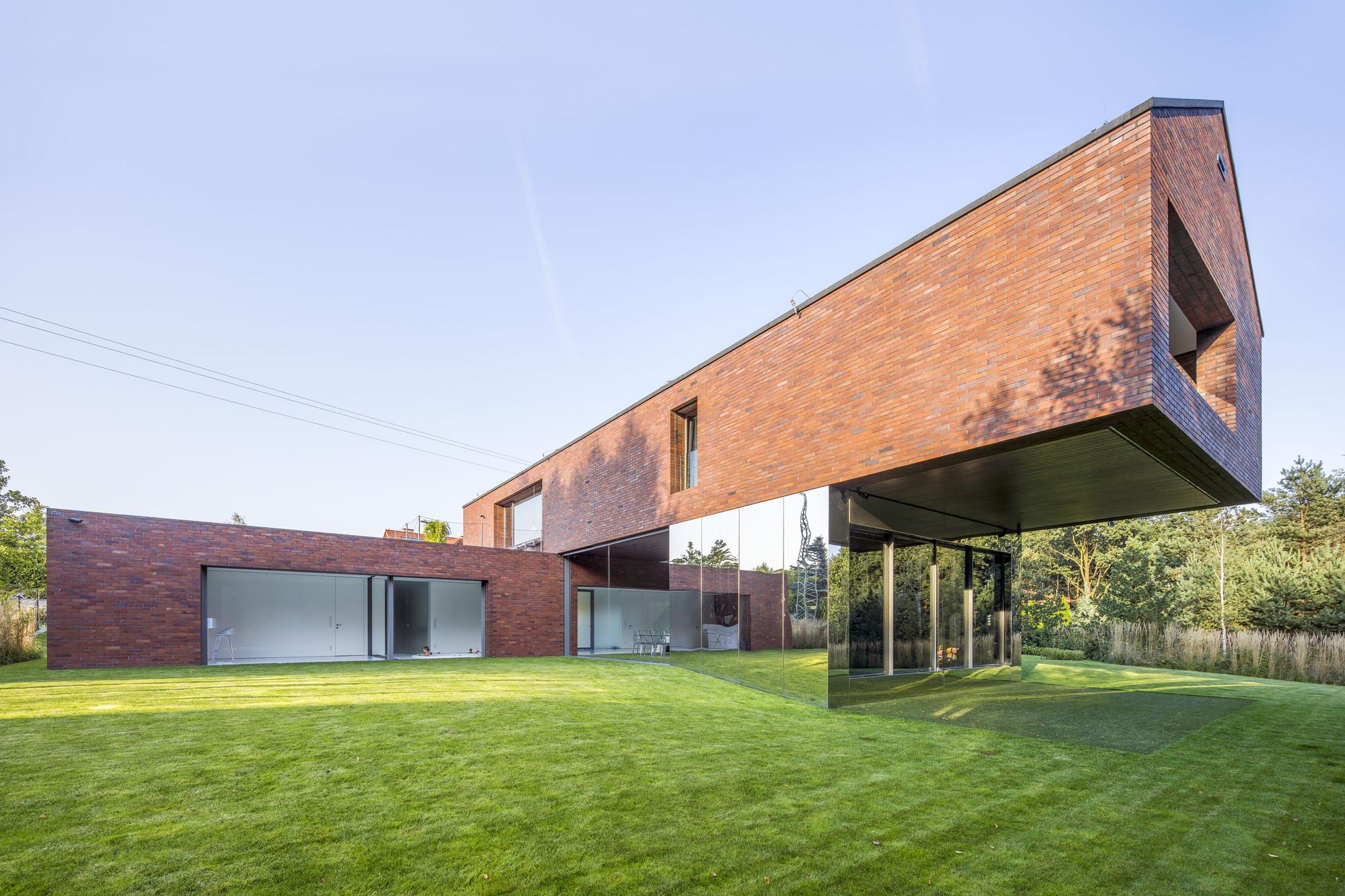 Gravity-defying design of the Living Garden House