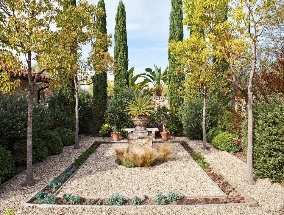 Mediterranean garden with an urn focal point