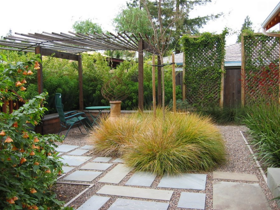 Outdoor space with gravel and stepping stones
