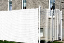 Privacy slats for a chain link fence privacy fence Modern Privacy Fence Ideas for Your Outdoor Space Privacy slats for a chain link fence 270x180