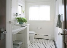 Refreshing white bathroom with beadboard paneling 217x155 10 Rooms Featuring Beadboard Paneling