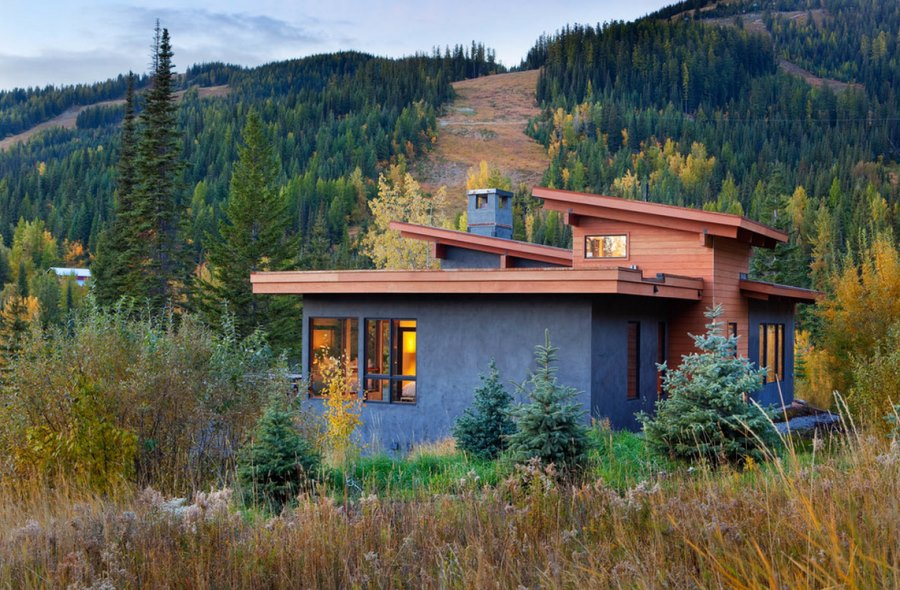 Rustic modern stucco home in the mountains