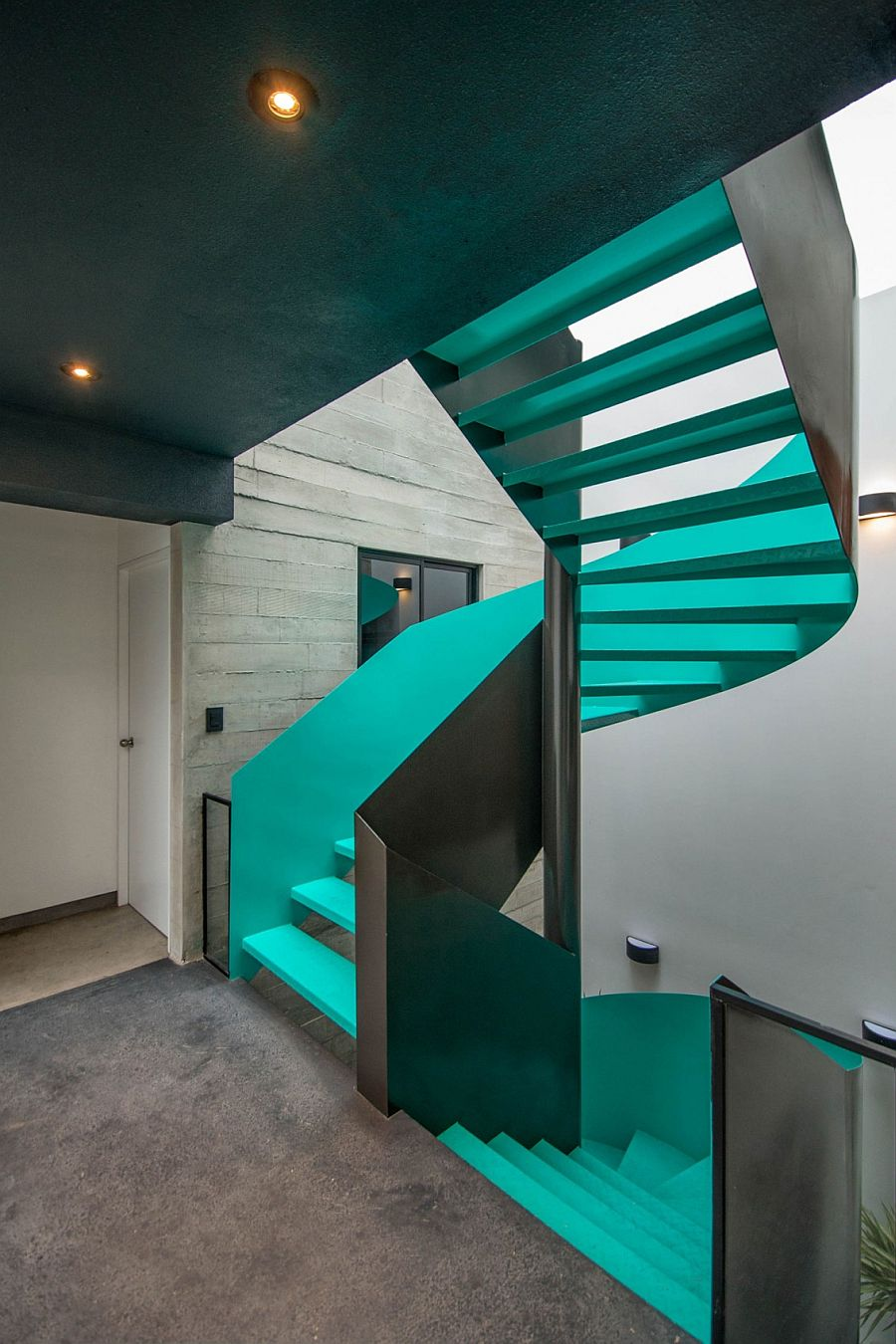 Sculptural staircase in captivating color for the contemporary becah house