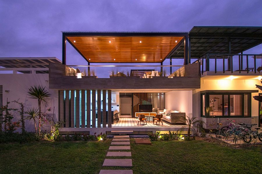 Chic seasonal beach house in peru by romo arquitectos Home plans with outdoor living