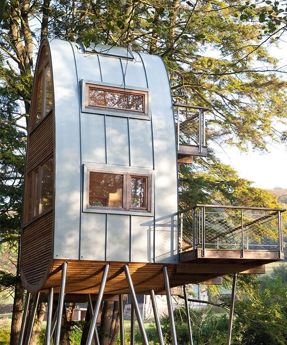 Clever curving roof of Treehouse Solling