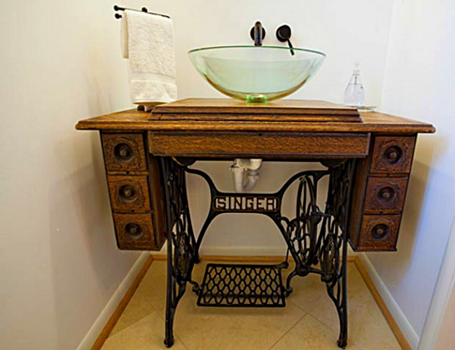 View in gallery A vintage-modern look for the bathroom - 13 Crazy-Creative DIY Bathroom Vanities