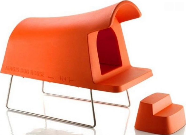 Stylish doghouse with stepping stool in matching orange