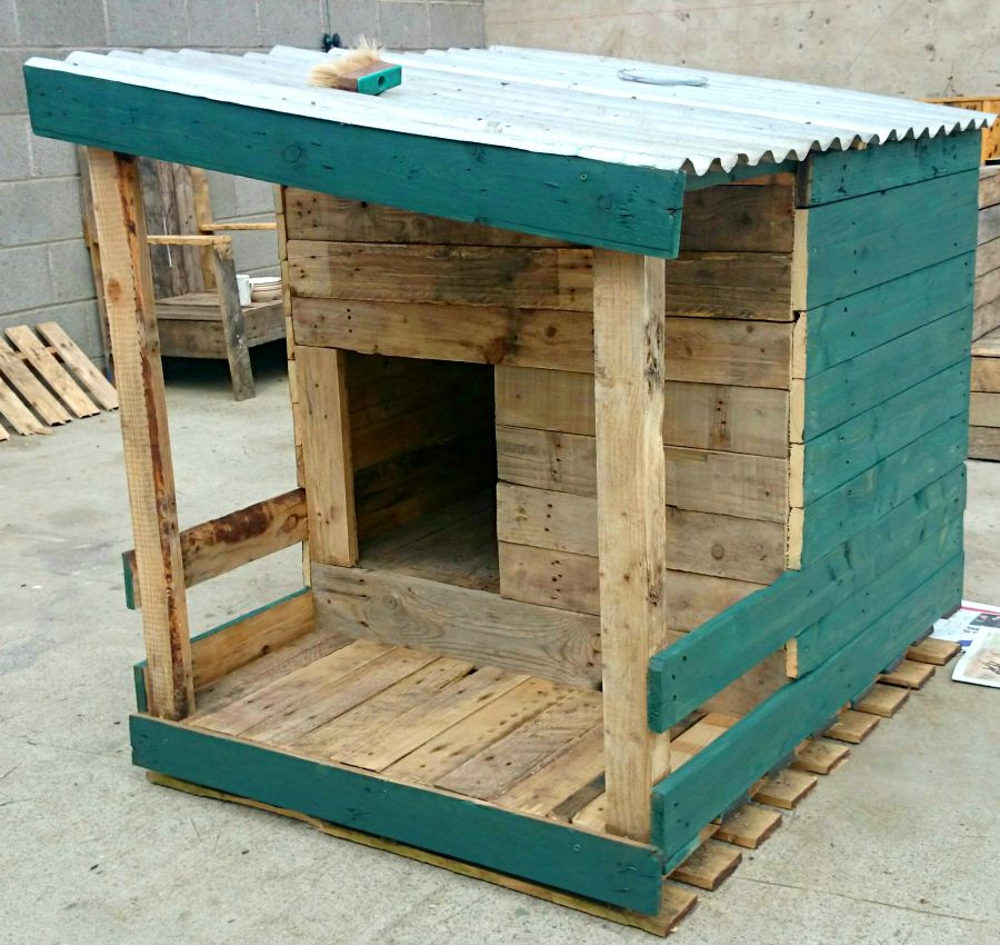 DIY Doghouse made from pallets