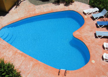 Snazzy heart-shaped pool