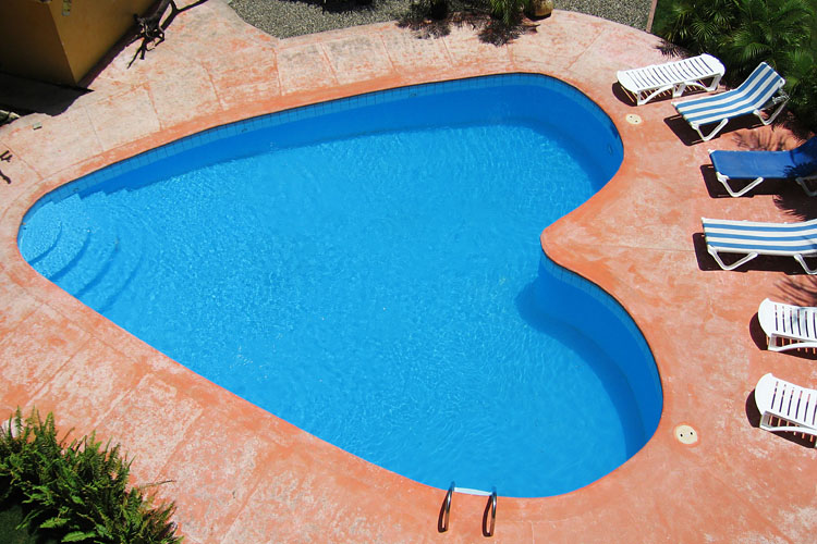 heart shaped pool 3