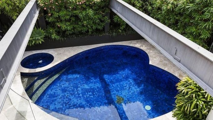 heart shaped pool 7