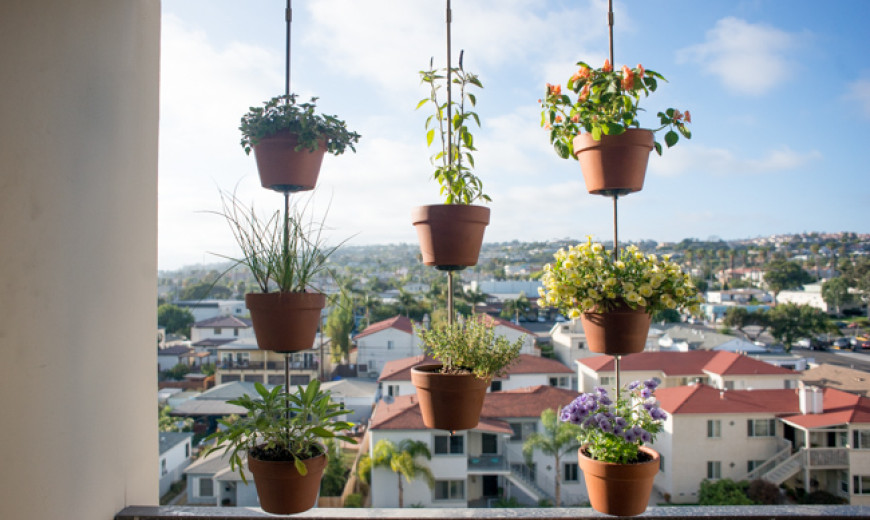 8 space saving vertical herb garden ideas for small yards balconies - Hanging Herb Garden