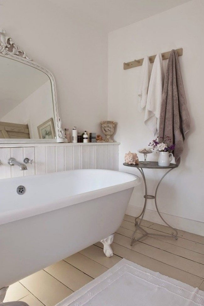 Claw-foot bathtubs are once again a hot trend!
