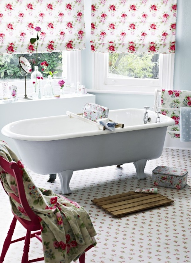 Soft Pink Floral Wallpaper In Shabby Chic Bathroom View Gallery Chich 14