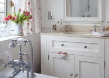 White curtains with pink flowers bring femininity to the chic bathroom