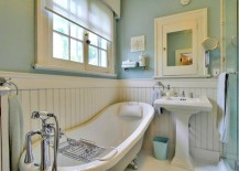 Lovely traditional bathroom in blue and white