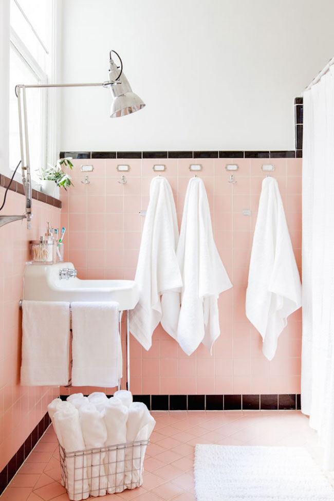 A slightly more subtle retro pink and black bathroom