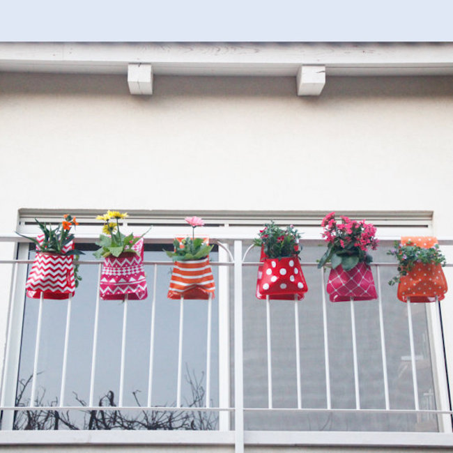 Adorable hanging planters in red and orange