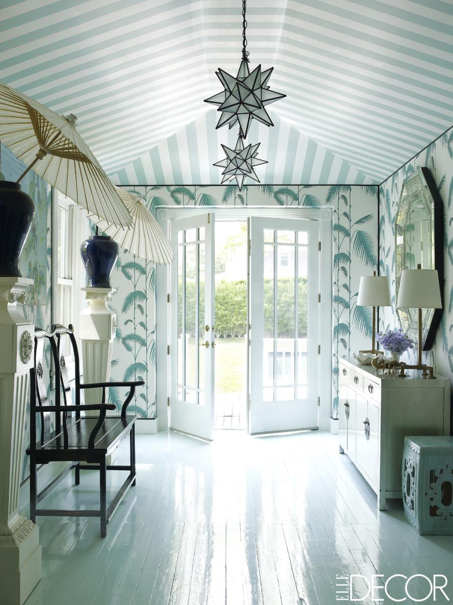 Amazing wallpapered entryway