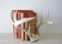 Antlers used as book ends 217x155 18 Creative Ways to Decorate with Antlers