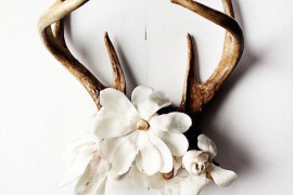 Antlers with flowers used as wall art  18 Creative Ways to Decorate with Antlers Antlers with flowers used as wall art 270x180